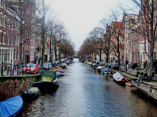 Egelantiersgracht is a canal in the Jordaan in amsterdam
