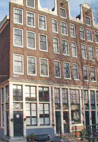 Canal house Egelantiersgracht 66 in the Jordaan Amsterdam where author Theun de Vries (1907-2005) used to live.