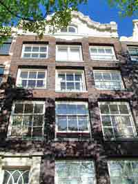 At the ring of canals in Amsterdam are many monumental canal houses like 't Casteel van Beveren, Prinsengracht 299 (±1720), with Louis XIV raised cornice