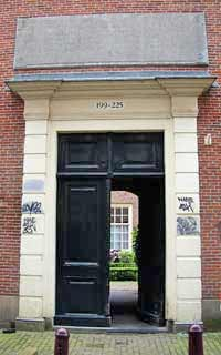 gate at Tuinstraat 197 - 223 in Amsterdam