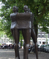 NStatue on the Noordermarkt in memorance of the big riots 'Jordaanoproer' in 1934